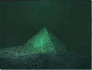pirâmide de vidro